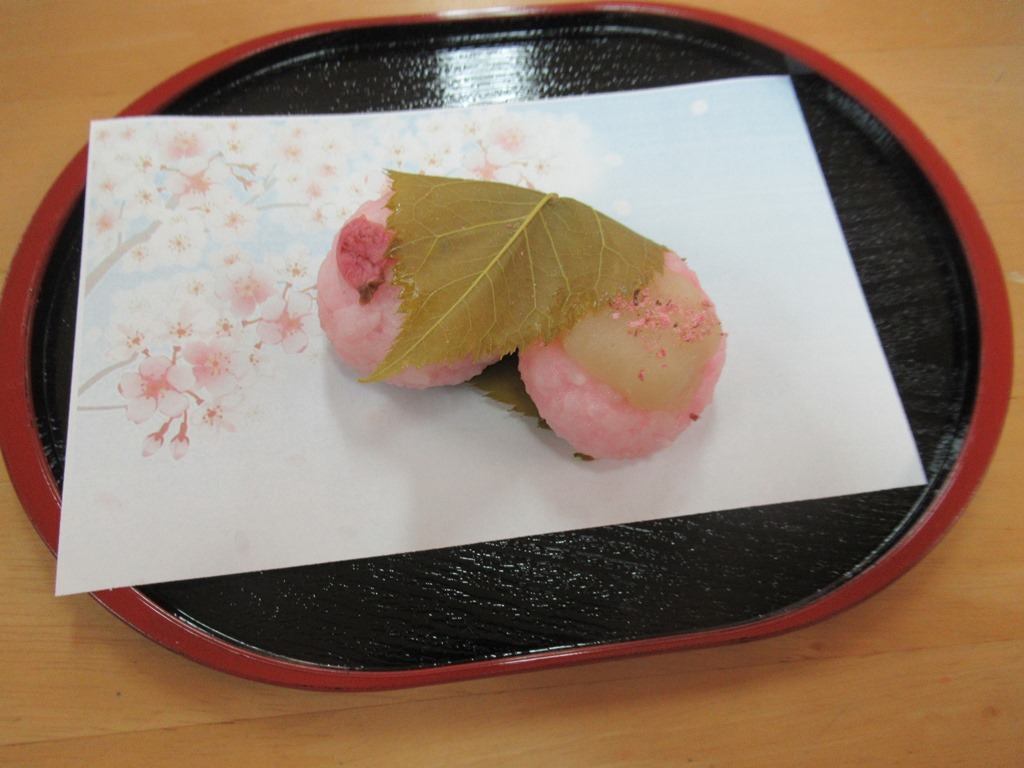 デイサービスオアシスきずり 「手作りおやつイベント【桜餅】」を開催しました2