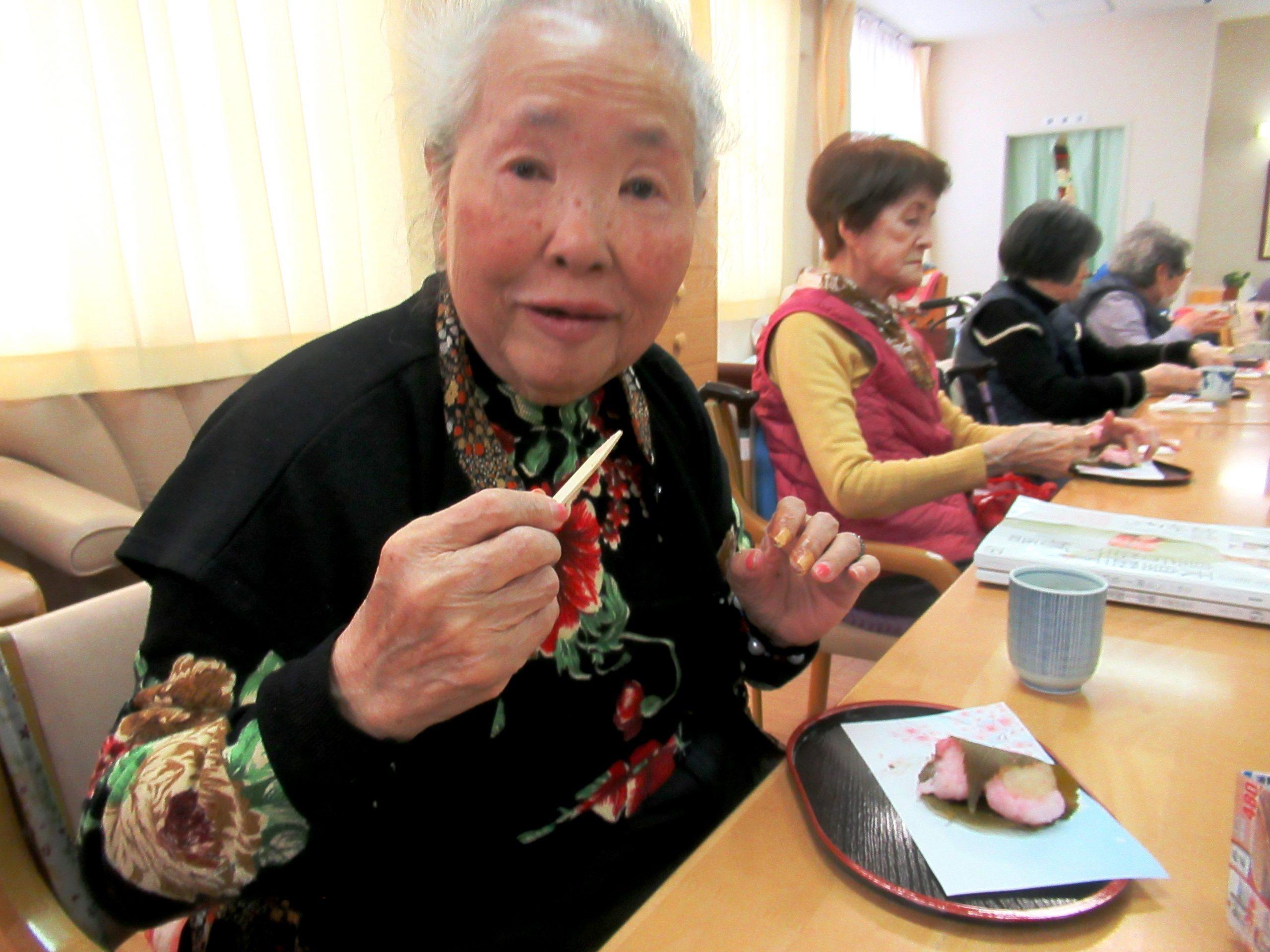 デイサービスオアシスきずり 「手作りおやつイベント【桜餅】」を開催しました3