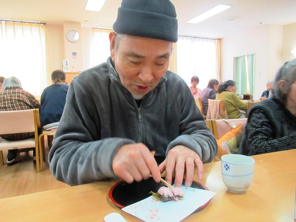 デイサービスオアシスきずり 「手作りおやつイベント【桜餅】」を開催しました5