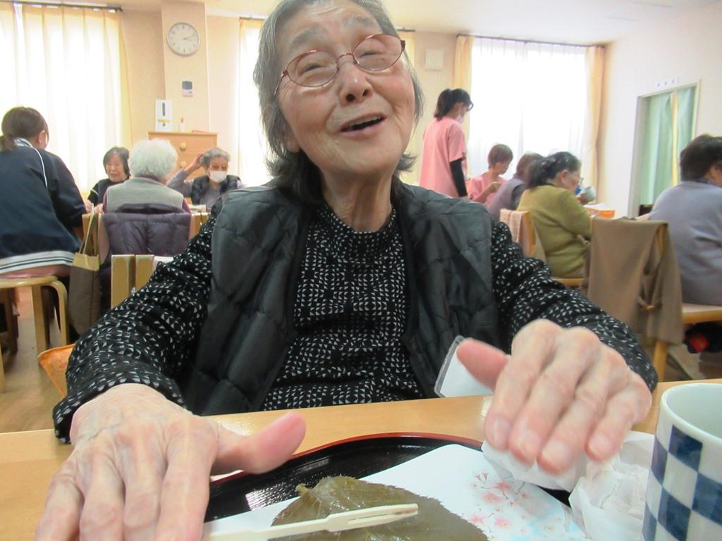 デイサービスオアシスきずり 「手作りおやつイベント【桜餅】」を開催しました6