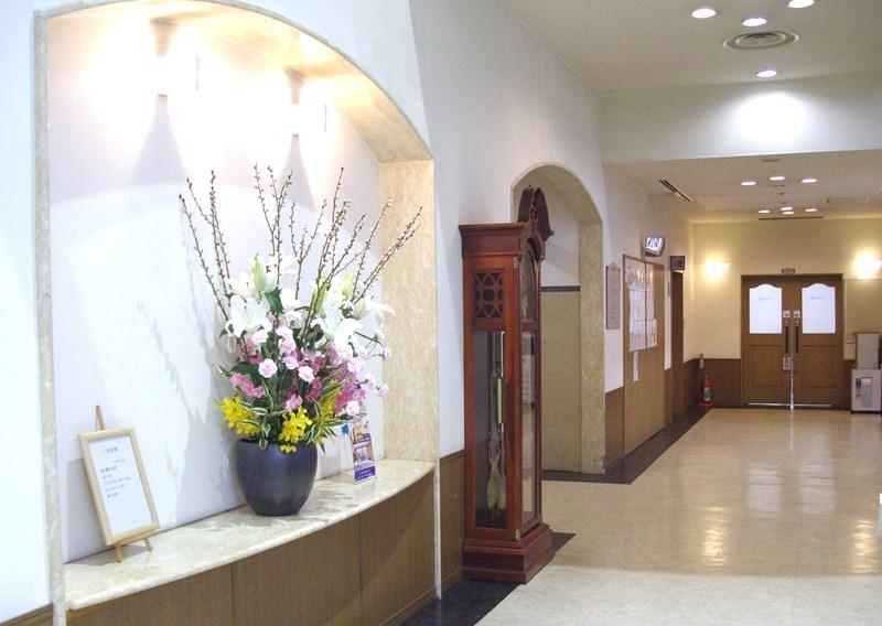 介護老人保健施設オアシスの生け花(弥生の参) 1階:「木の芽」/ 2階:「ピクニック」 2