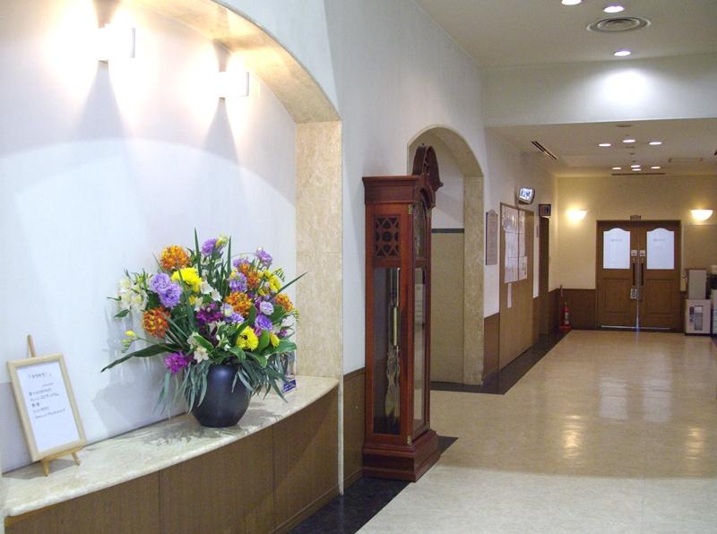 介護老人保健施設オアシスの生け花(弥生の壱) 1階:「キラキラ」2