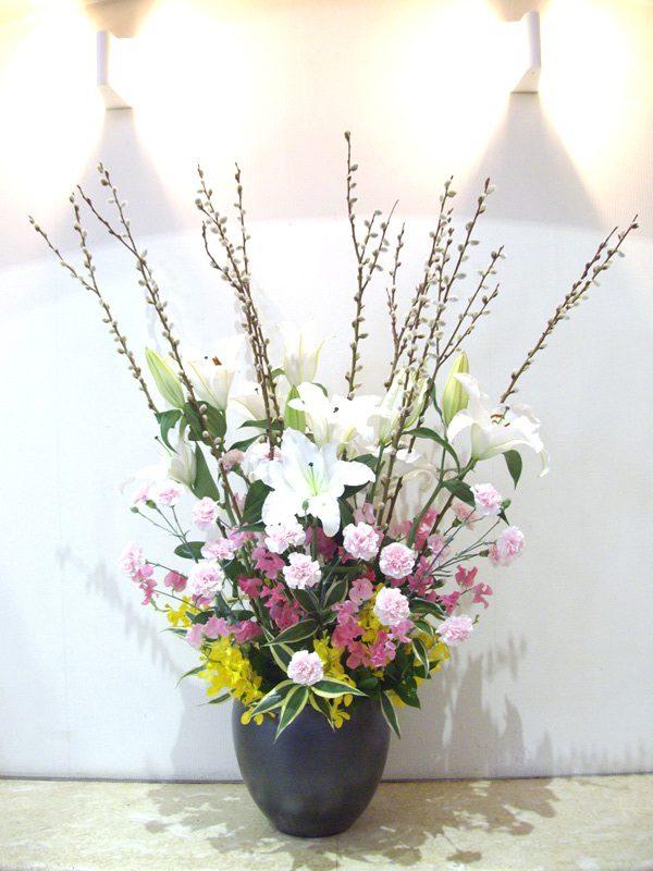 介護老人保健施設オアシスの生け花(弥生の参) 1階:「木の芽」/ 2階:「ピクニック」 4
