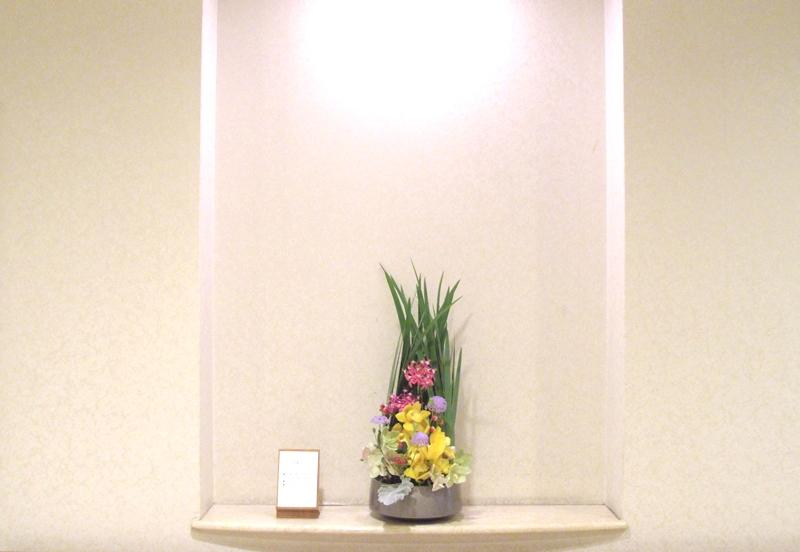介護老人保健施設オアシスの生け花(弥生の壱)  2階:「かまくら」1