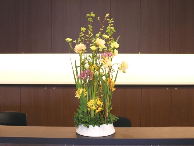 デイケア オアシス寿安の生け花(弥生の弐):「伸びやかに」1