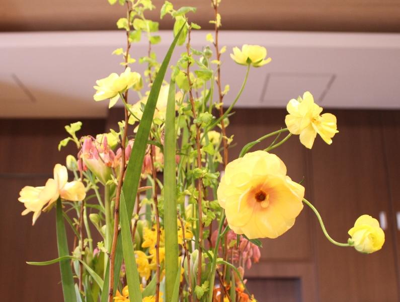 デイケア オアシス寿安の生け花(弥生の弐):「伸びやかに」3